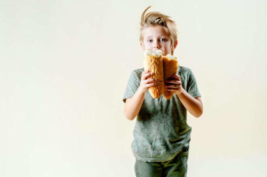 Хлопчик та хліб