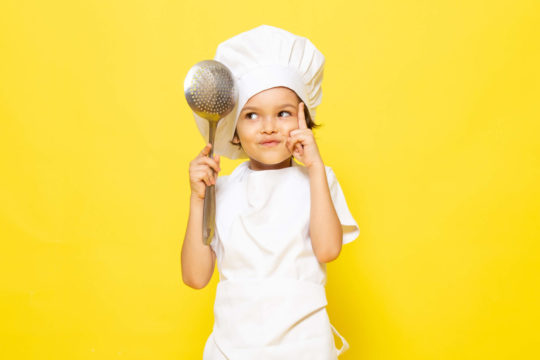 Хлопчик у костюмі кухаря
