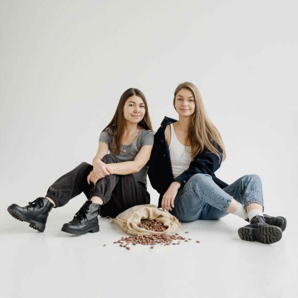 Сестри Олександра й Олена